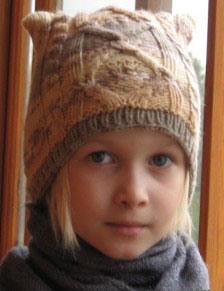 Связать спицами шапку на девочку