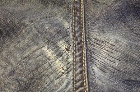 Как видите, зашить дырку на джинсах совсем не сложно как правильно.