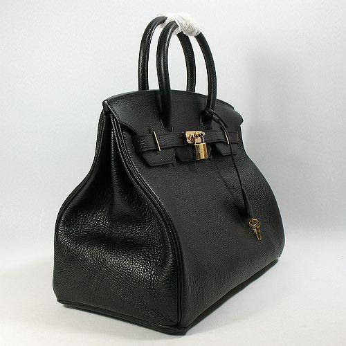 Новинки 2011 года - это клатчи с небольшой ручкой и кожаные сумки на длинной ручке.  Также в моде сумки из...