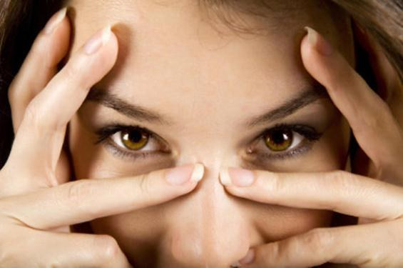 Как увлажнить кожу вокруг глаз