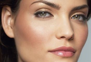Дневной макияж для шатенок с зеленых глаз