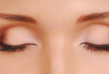 Как выбрать средство для снятия макияжа с глаз