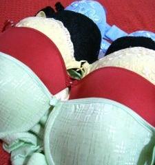 Как зрительно приподнять грудь