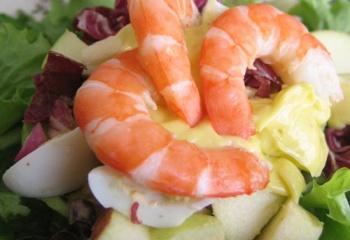 Как приготовить салат с креветками и авокадо