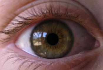 Как правильно ухаживать за кожей вокруг глаз после 30 лет