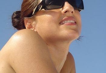 Аллергия на солнце: причины и лечение