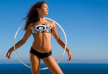 Как крутить массажный обруч для похудения