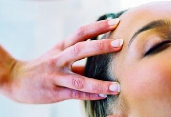 Абрикосовое масло для лица, волос, ресниц и ногтей