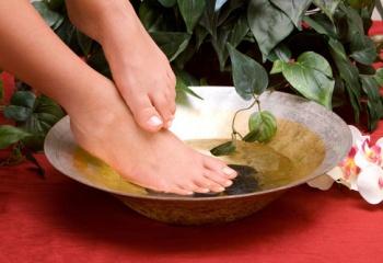 Уход за ногами: массаж ступней, пальцев ног и голеностопных суставов