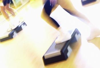 Что такое степ-аэробика: занятия и упражнения