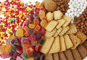 Как воздействуют на зубы кожу и организм сладости: польза и вред