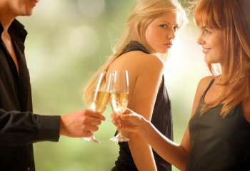 К чему ревнуют мужчины и женщины?