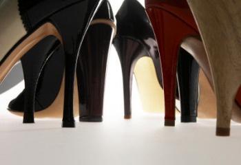 Одержима шпилькой, или Нелегка судьба у женщины на каблуках?