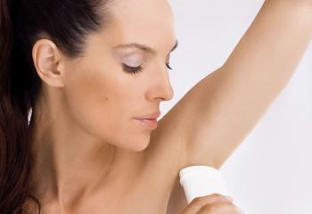 О пользе и вреде дезодорантов и антиперспирантов