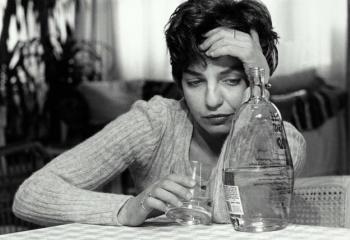 Женский алкоголизм: всего лишь диагноз или уже приговор