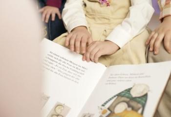 когда начинать знакомить детей с книгами