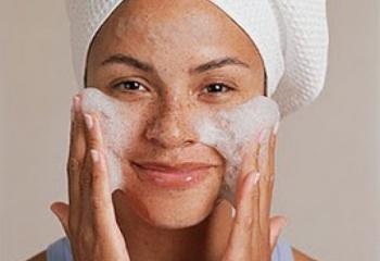 Уход за комбинированной кожей лица: пилинги и маски