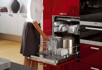 Женщина — не посудомойка!