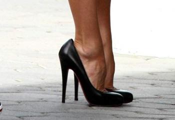Как правильно носить обувь на каблуках?