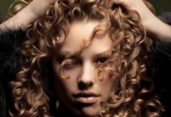 Уход за кудрявыми волосами