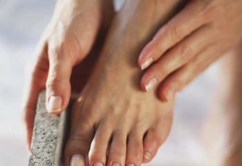 Увлажнение и питание кожи ног