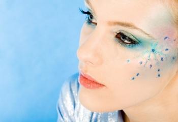 Новогодний макияж: от снежной феи до диско-девочки