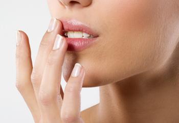 Сухость губ: причины и лечение