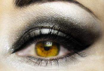 Как правильно подводить глаза