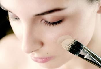 Цветная база под макияж: как ее использовать