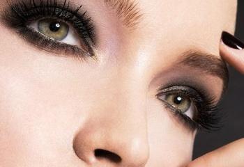 Новогодний макияж: классический smoky eyes