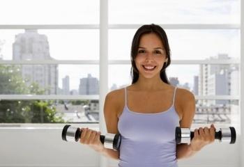 7 универсальных упражнений с гантелями