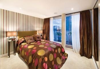 Шторы в спальню: модерн или классика