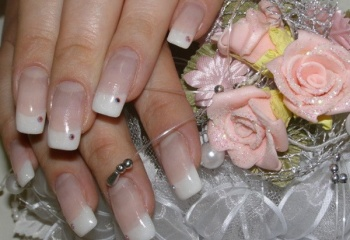 Как увеличить длину ногтей гелем