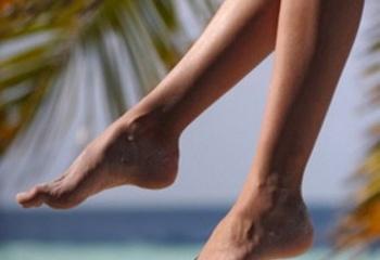 Выпирающая косточка на ноге на большом пальце лечение