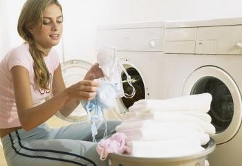 Как очистить одежду от смолы