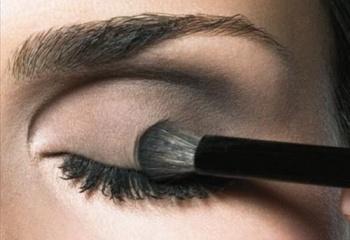 Секреты создания дымчатого макияжа