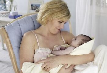 Как лечить горло кормящей маме