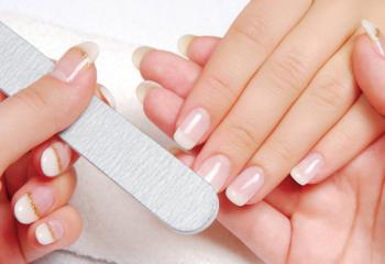 Как лечить ногти, если они слоятся