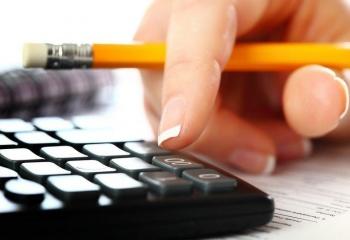 На основе контракта кадровики составляют приказ о трудоустройстве.