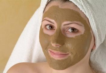 Маска для лица из зелёной глины в домашних условиях