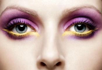 Как подчеркнуть цвет глаз