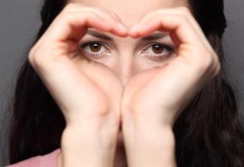 Как увеличить маленькие глаза