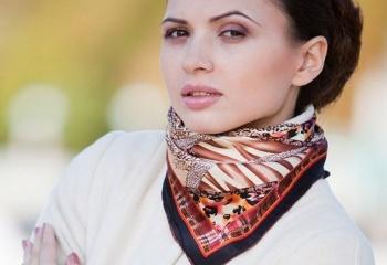 Как носить платок на шее
