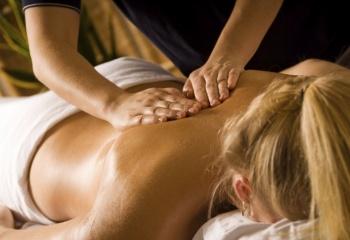 Как делать расслабляющий массаж спины