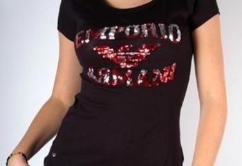 Черная футболка как базовый предмет гардероба