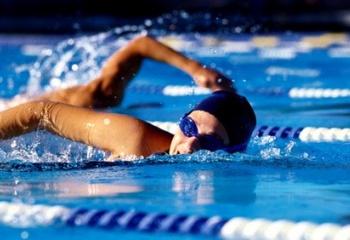 Как научиться плавать брасом