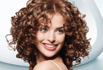 Накрутки на среднюю длину волос фото