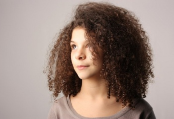 Почему волосы кудрявые