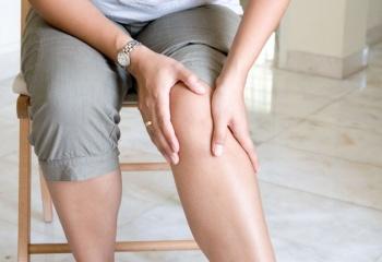 Как снять отек колена