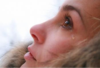 Почему плачет женщина